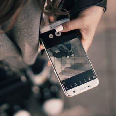 Waarom je niet langer met een kapot telefoonscherm moet blijven lopen